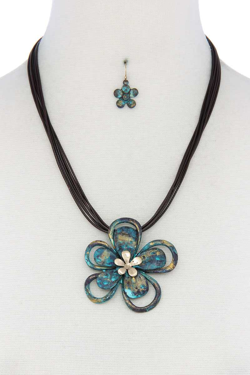 Two Tone Flower Pendant Pu Leather Necklace