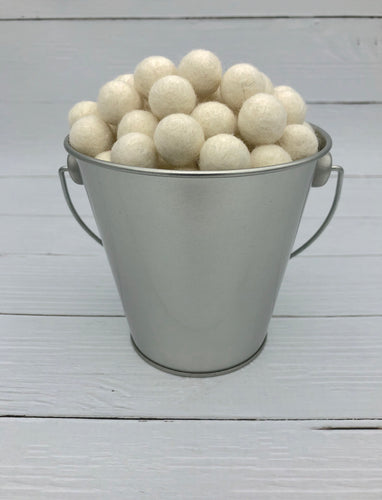 Antique White - 1.5cm Felt Balls