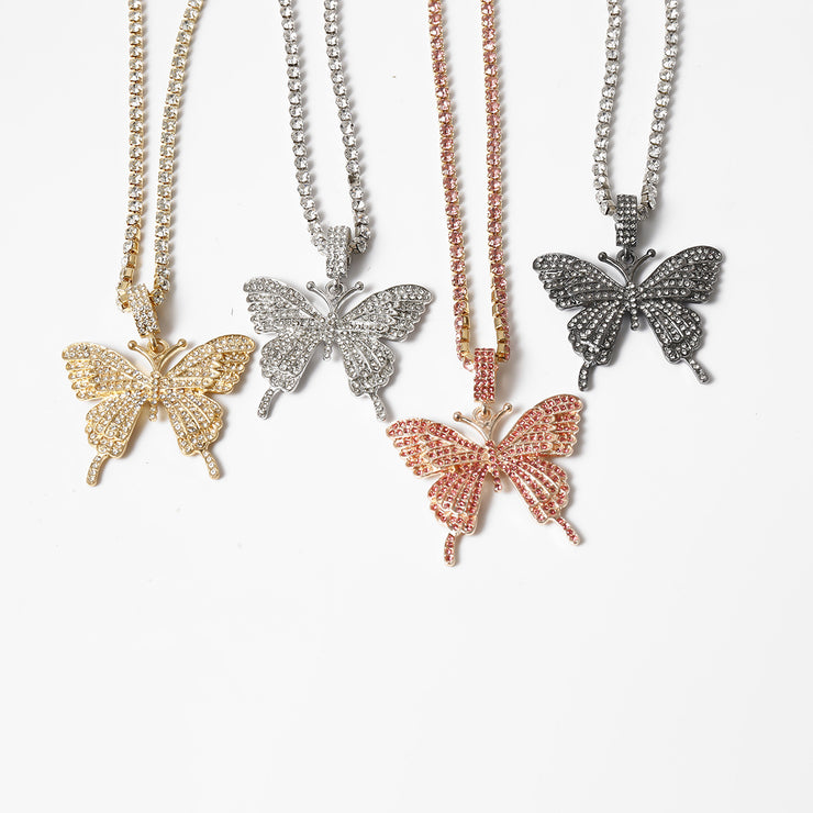 elegant single layer claw chain with exaggerated diamond inlaid butterfly