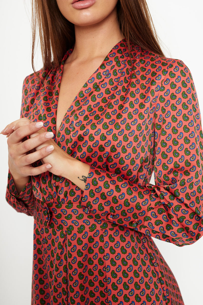 1 VESTIDO WRAP DRESS  EN SATEN ESTAMPADO PAISLEY PISTACHO