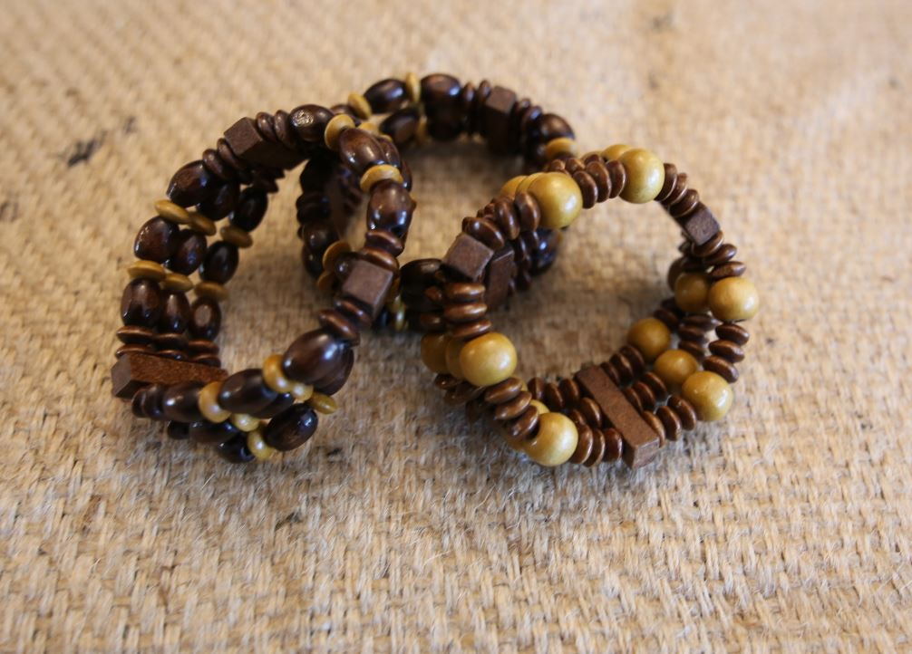 Wooden beaded elastic bracelet