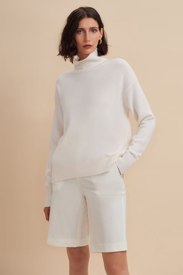 W.Cashmere Romy Oversized Turtleneck Sweater - White