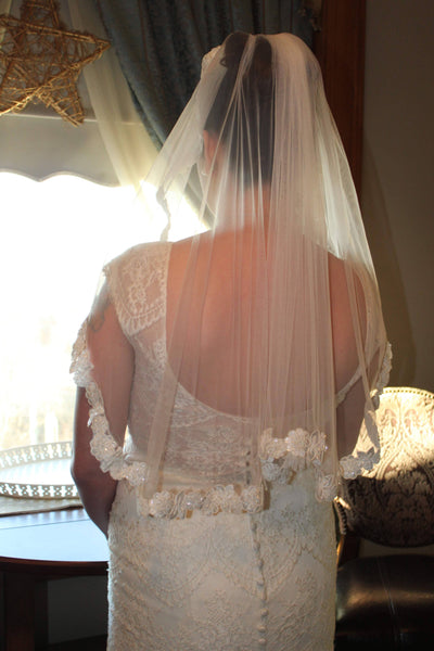 Wedding veil short with ivory lace