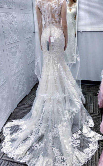Beautiful Designer Lillian West 5ft White Sheer Lace/Tulle Veil with Floral Details