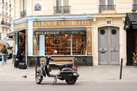 Du Pain Et Des Idees (spot Will's wife with the suitcases at the door!)