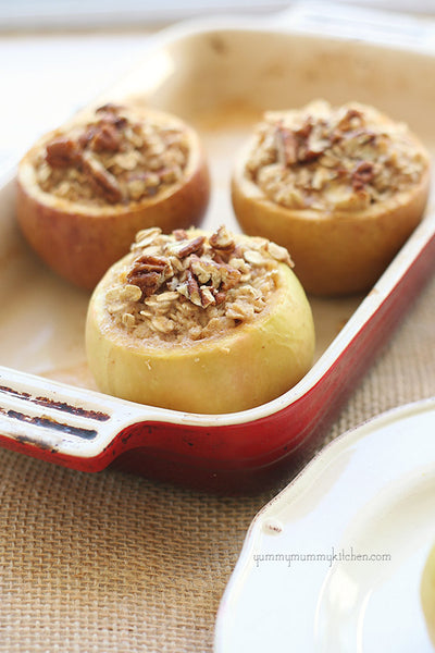 Oatmeal Baked Apples with Cinnamon and Pecans