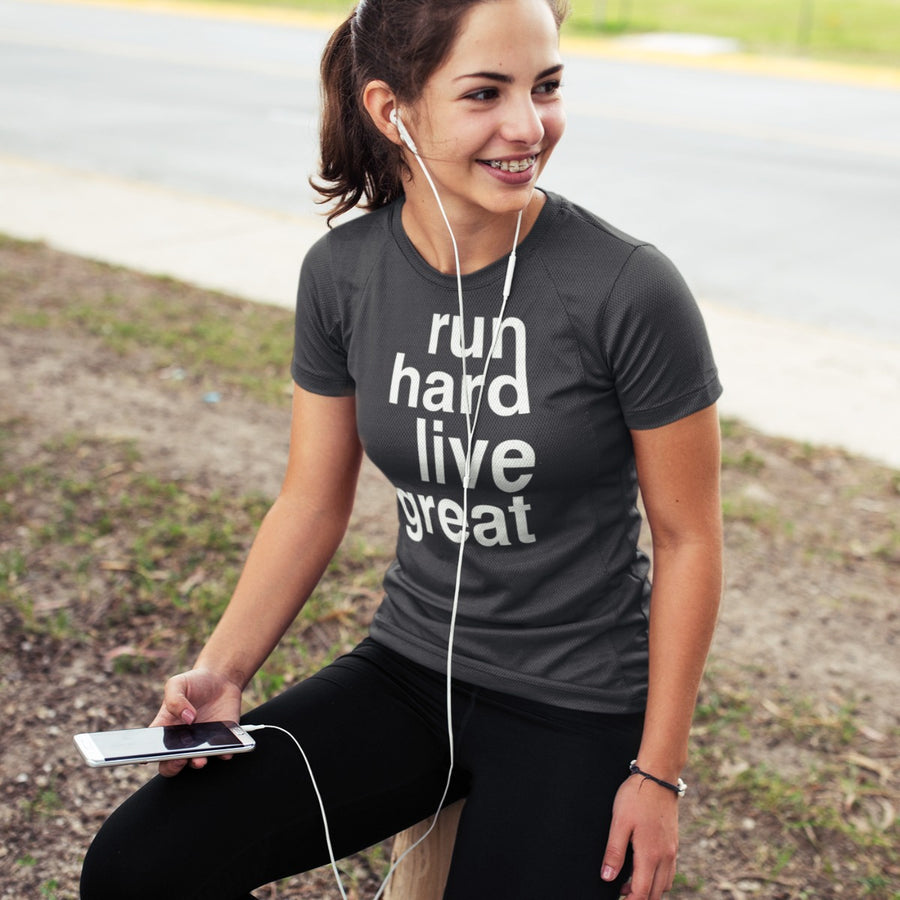 GIRL SITTING AFTER RUN WEARING RUN HARD LIVE GREAT T-SHIRT