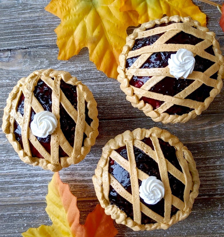 Thanksgiving Blackberry Pie Cupcake