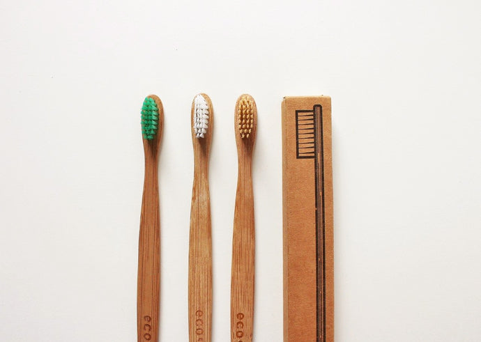 Sustainable tooth brushing – bamboo, activated carbon etc.