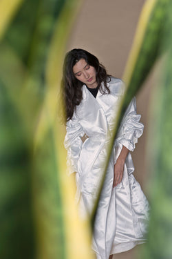 Hitchhiker Trench White, Wild Silk + Hemp