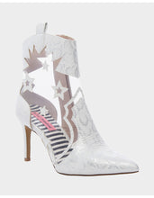 LUNAS WHITE SNAKE - SHOES - Betsey Johnson