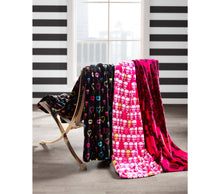 SKULL PARTY ULTRA SOFT PLUSH THROW FUCHSIA - BEDDING - Betsey Johnson