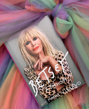 BETSEY. A MEMOIR - ACCESSORIES - Betsey Johnson