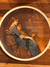 Load image into Gallery viewer, Mother's Day 1978 Norman Rockwell Knowles Plate