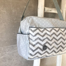 Load image into Gallery viewer, Saco de passeio GREY CHEVRON