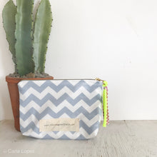 Load image into Gallery viewer, Bolsa pequena CHEVRON
