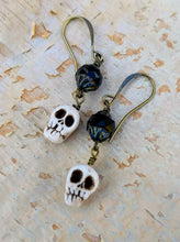 Load image into Gallery viewer, Skullie Earrings I - Minxes' Trinkets