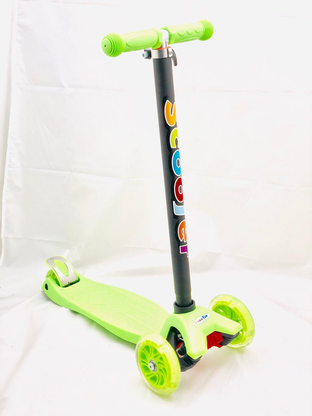 Kids 3 Wheel Scooter with LED Motion Lights Green Age 4+ HALF PRICE