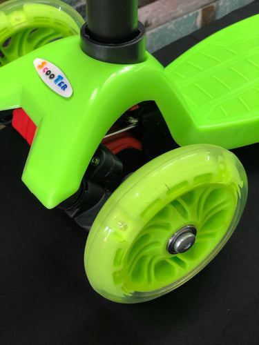 Kids 3 Wheel Scooter with LED Motion Lights Green HALF PRICE