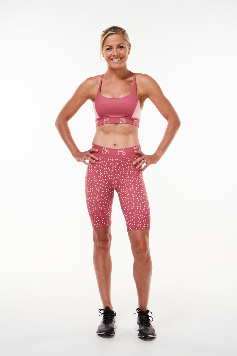Nantucket Bloom Pedal Pumpers. Pink workout shorts with daisy print. Just above the knee shorts.