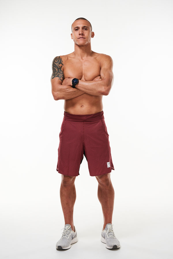 Men's Nantucket Reflect Arvo Shorts. Red diamond print shorts with 9.5 inseam. Unlined workout shorts.