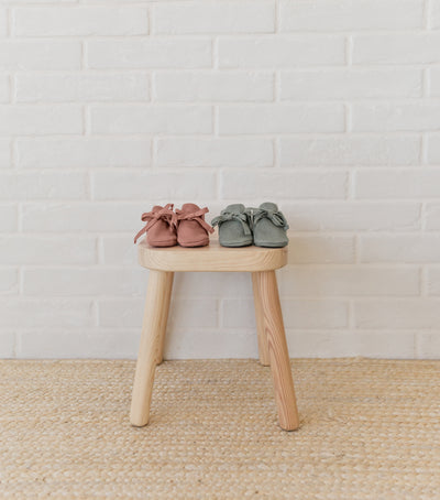 ribbed baby booties | clay