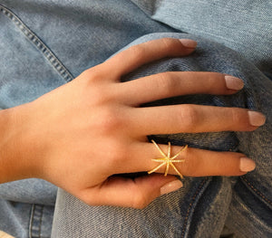 Twisted Links Ring - Yellow Gold Lifestyle Photo