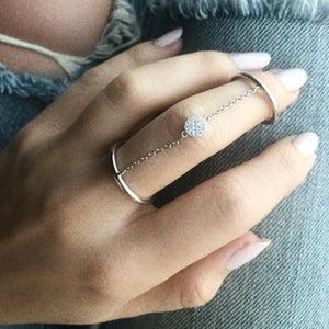 Chain Linked Disc Ring - White Gold Lifestyle Photo