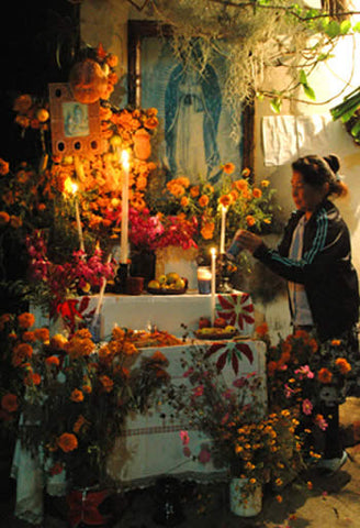 decorating her home ofrenda