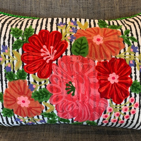 Frida's Livingroom – Striped Bouquet Pillow