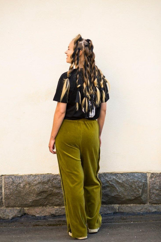 Try on our sustainable clothing Trousers Snap Pants - Forest Green - MORICO