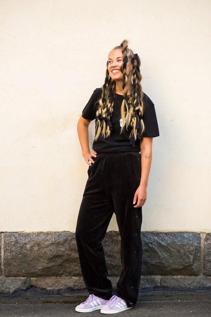 Try on our sustainable clothing Trousers Snap Pants - Black - MORICO