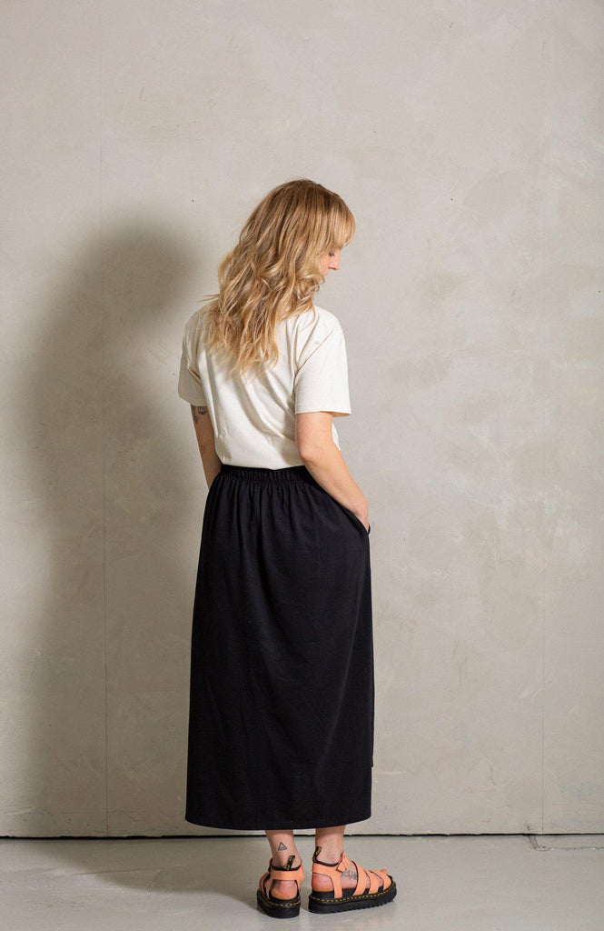Try on our sustainable clothing Skirt Luna Skirt - Black - MORICO