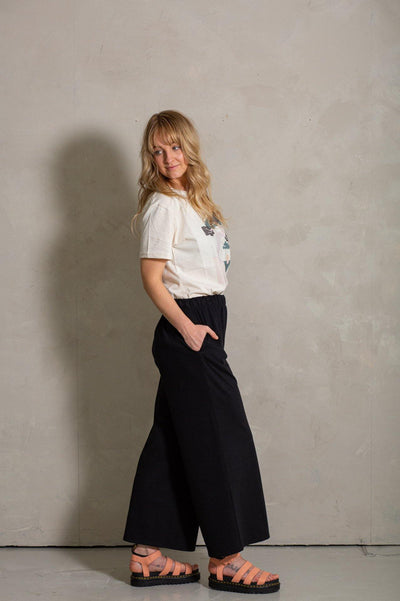 Try on our sustainable clothing Trousers Luna Trousers - Black - MORICO