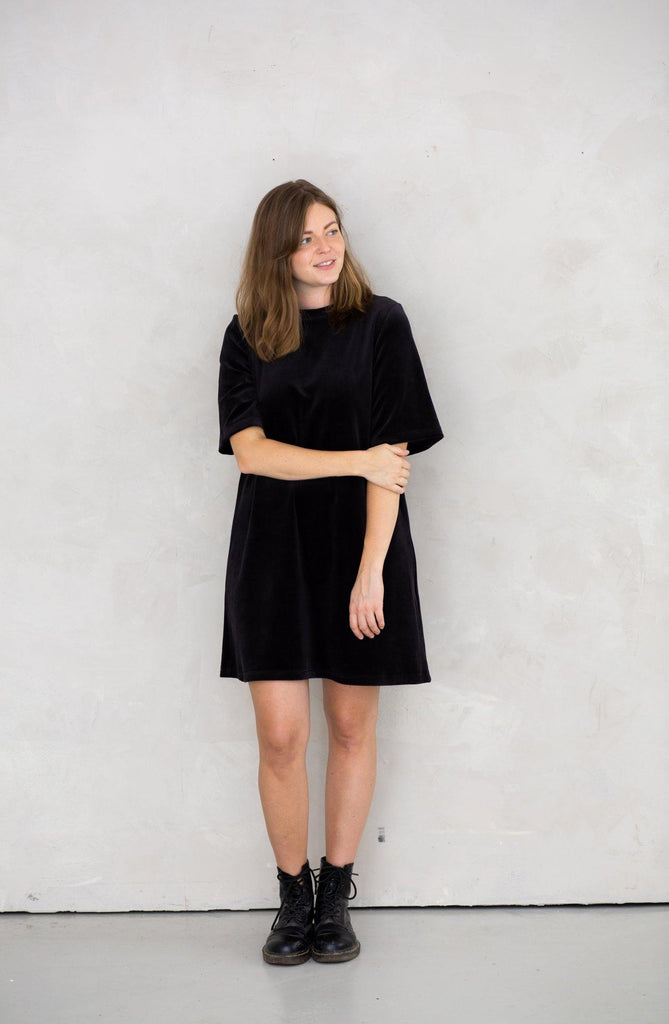 Try on our sustainable clothing Dress Juniper Dress - Black Velvet - MORICO