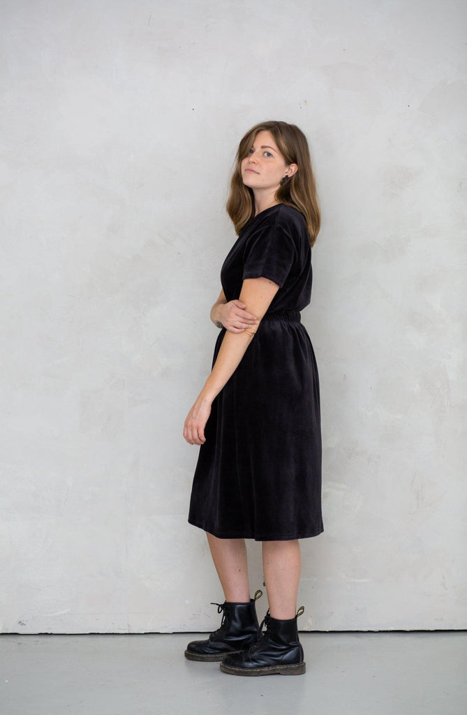 Try on our sustainable clothing Skirt Moss Skirt - Black Velvet - MORICO