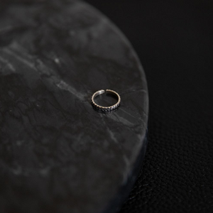 Handcarved Circle | Bague d'orteil