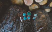 Load image into Gallery viewer, Tiny Universe Ring. 7. Gobi Turqoise + Lapis Azul + Reclaimed sterling silver.