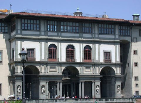 Uffizi Loggia By Photographer: Riccardo Speziari - Own work, CC BY-SA 3.0, https://commons.wikimedia.org/w/index.php?curid=17874290