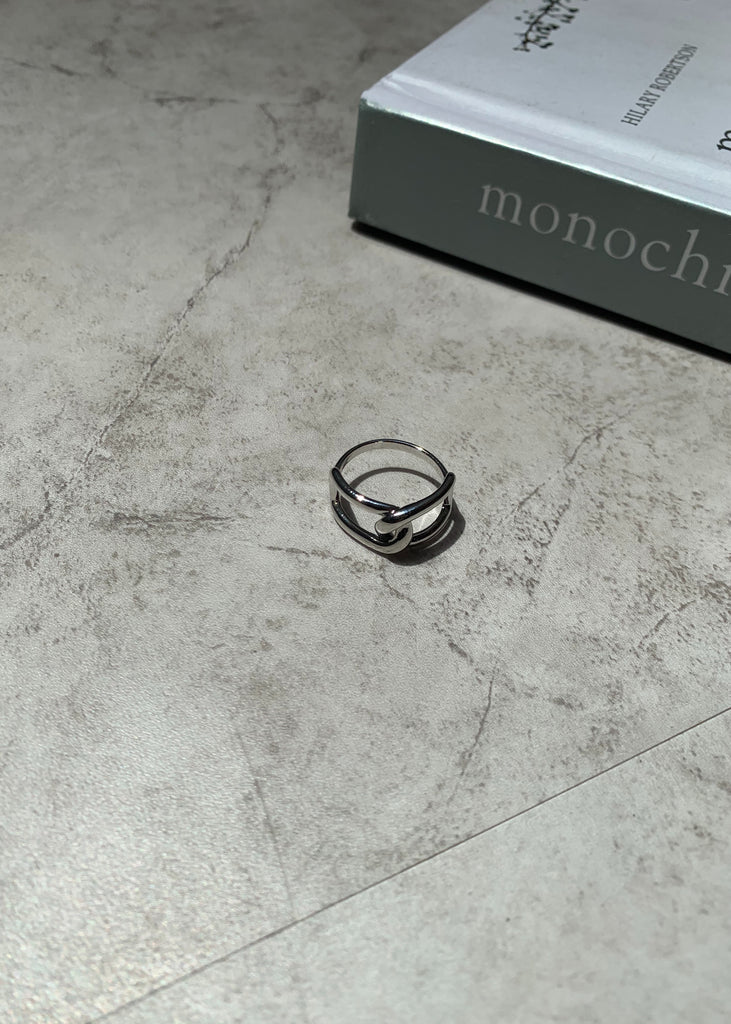 Cross design ring