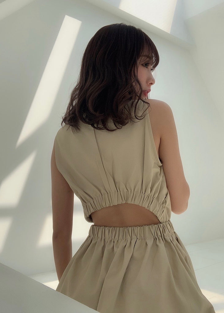 Back open no sleeve flare one-piece