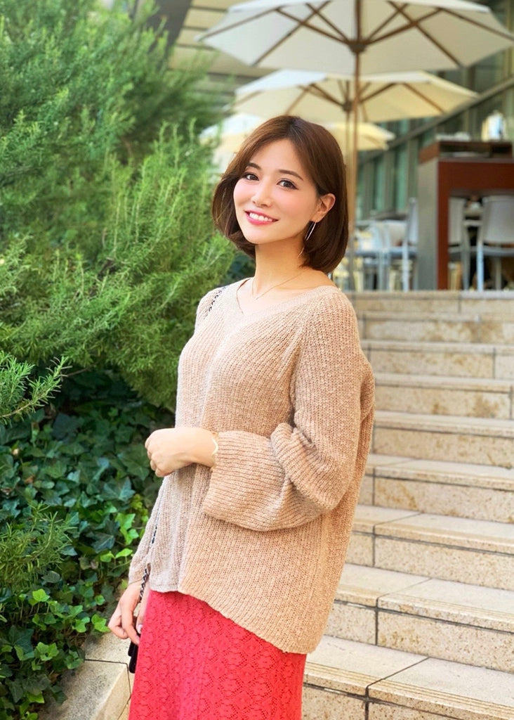 V-neck loose knit