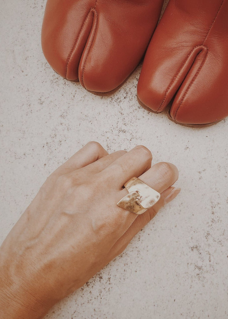 Wide cut design ring [SH-A57]