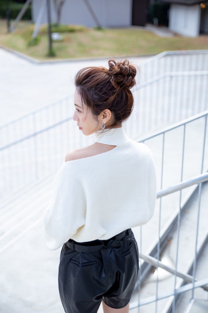 Cut shoulder knit