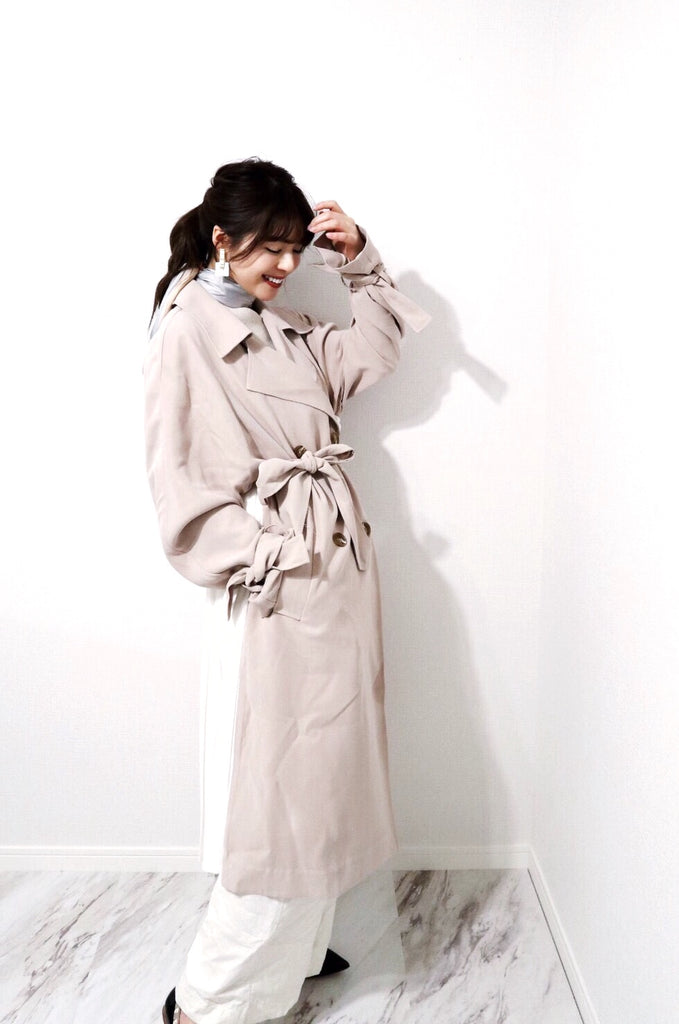 Back pleats trench coat