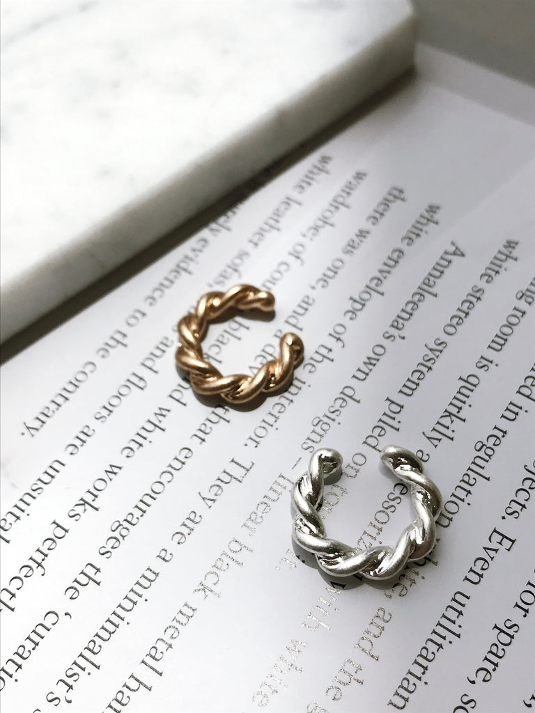 Twist mini ear cuff