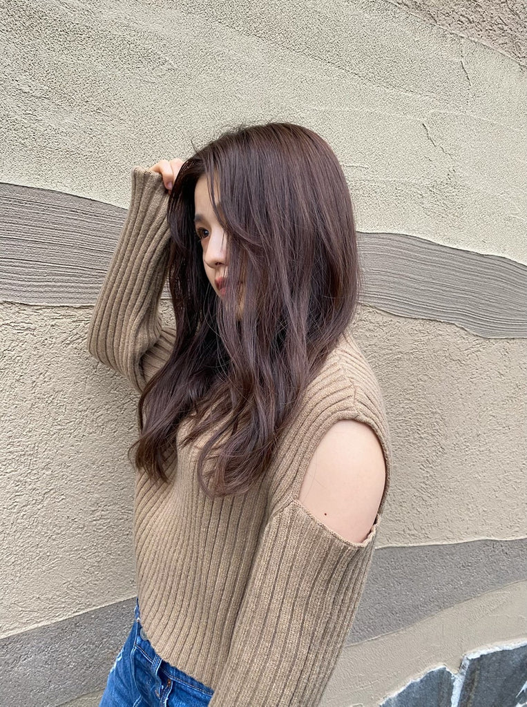 shoulder cut knit