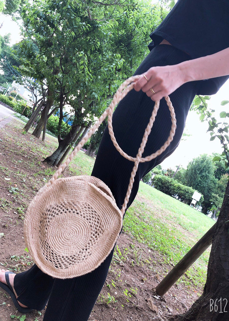 Circle basket shoulder bag