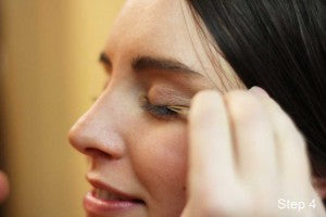 Applying false eyelashes: step 4