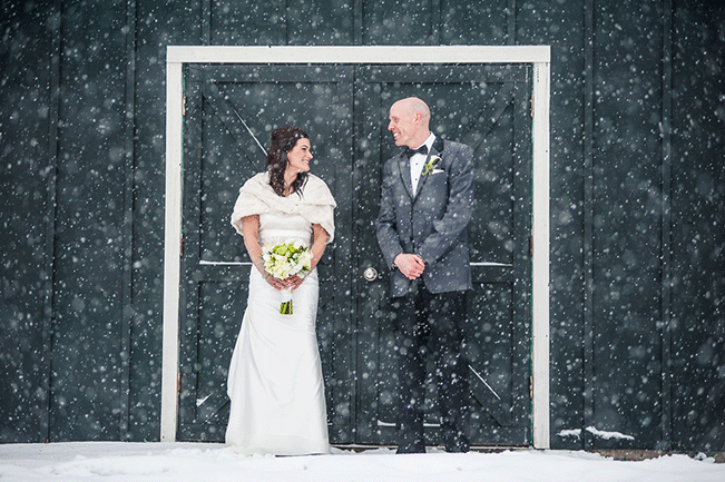 bride-and-groom-snowy-wedding